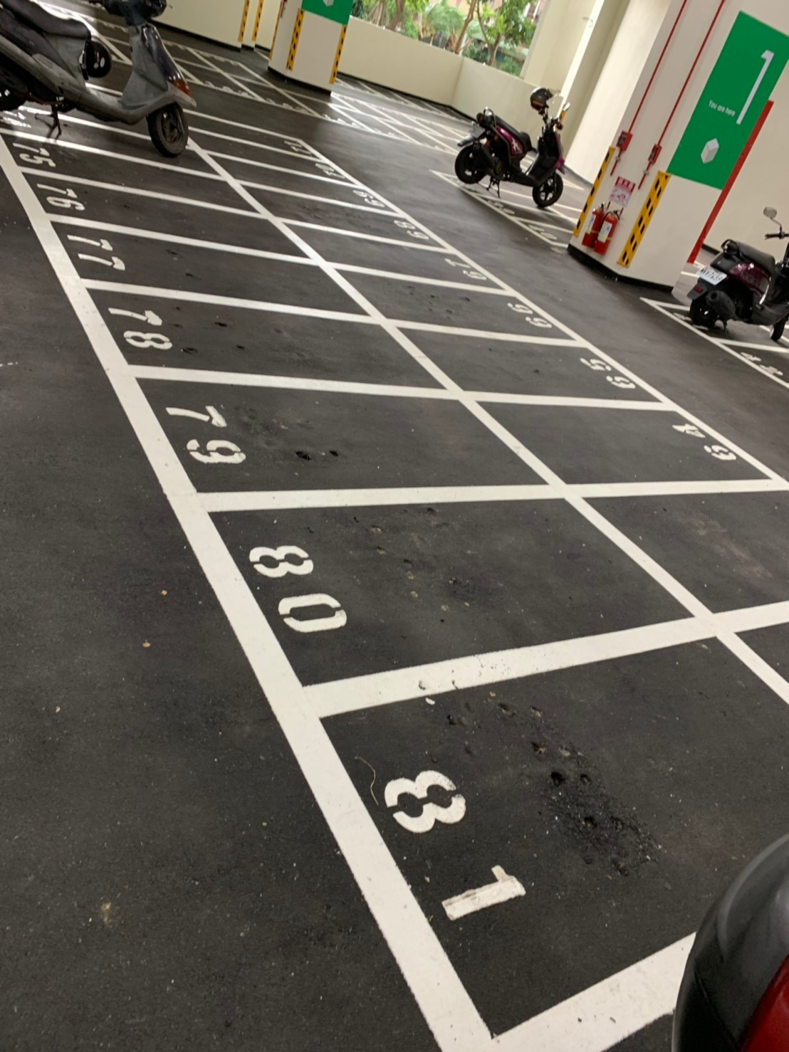 謝美英議員監督自強多功能停車場機車停車場缺失
