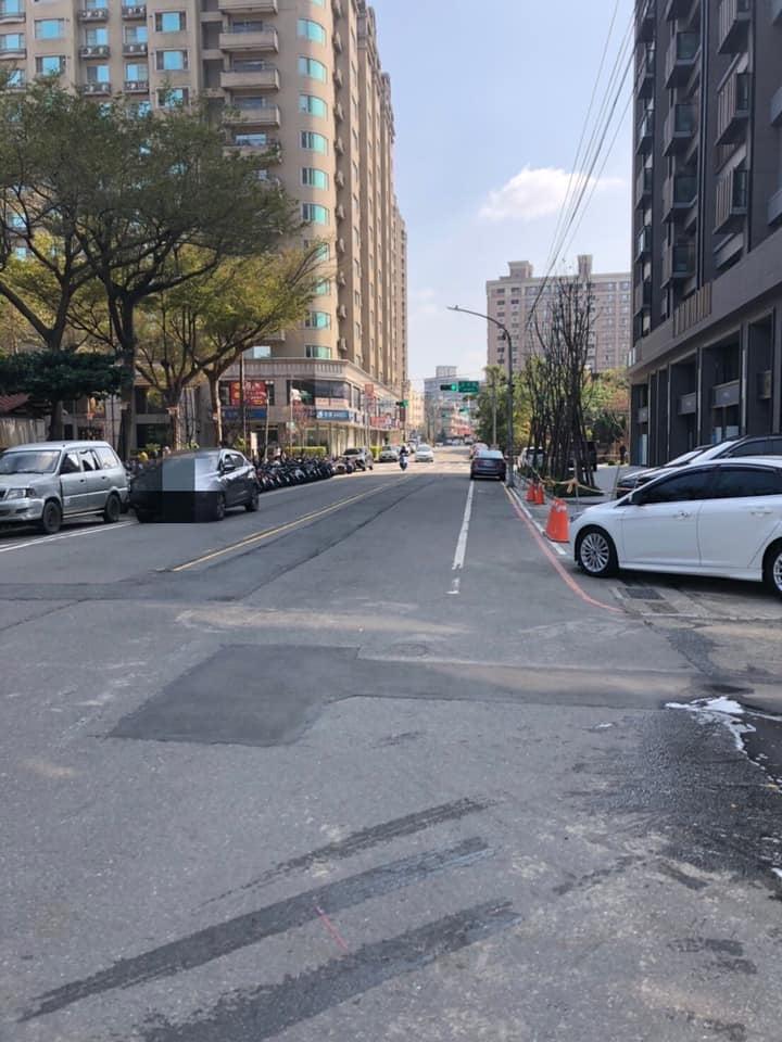 謝美英議員監督五族二街正光路路面鋪設