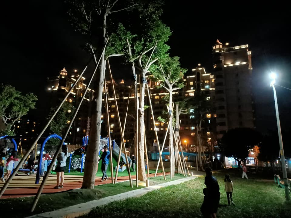謝美英議員監督文化公園照明問題